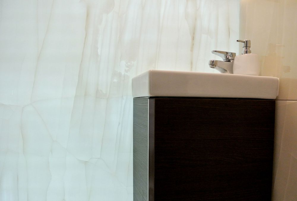 Swiss Cottage Onyx Bathroom